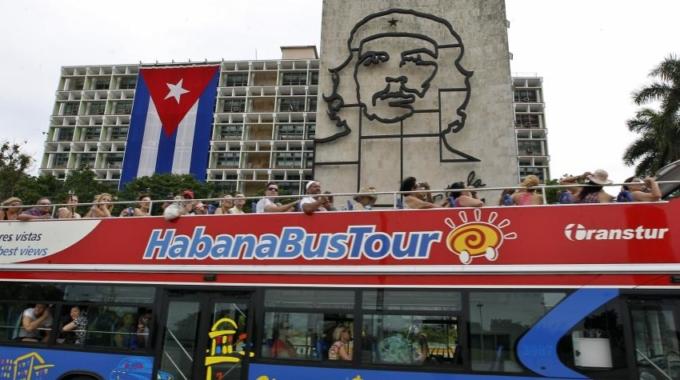 LA CONEXIÓN A INTERNET LLEGARÁ A LOS HOGARES DE CUBA